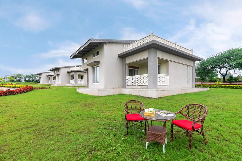 Vino Viognier by Vista Rooms, vacation rental in Nashik