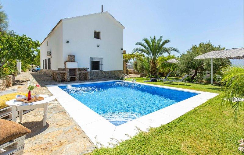 Amazing home in Algodonales with Outdoor swimming pool, WiFi and 3 Bedrooms (EAC, aluguéis de temporada em Moron de la Frontera