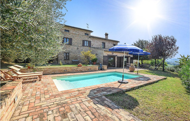 Villa Chibo (IMM243), vacation rental in Morrovalle