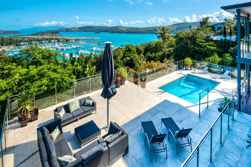 Vue Luxury House Pool 2 Golf Buggies Ocean View Central Location, vacation rental in Hamilton Island