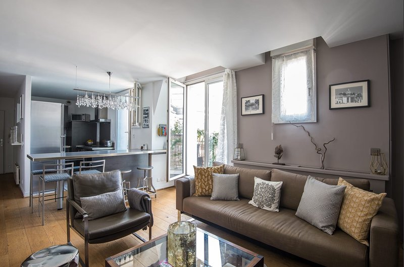 Luxury near the Louvre - 3bed/3bath apartment with terrace, location de vacances à Paris