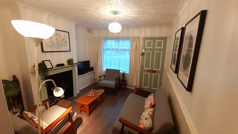 2 bedroom house <--200m from Sea, aluguéis de temporada em St Leonards-on-Sea