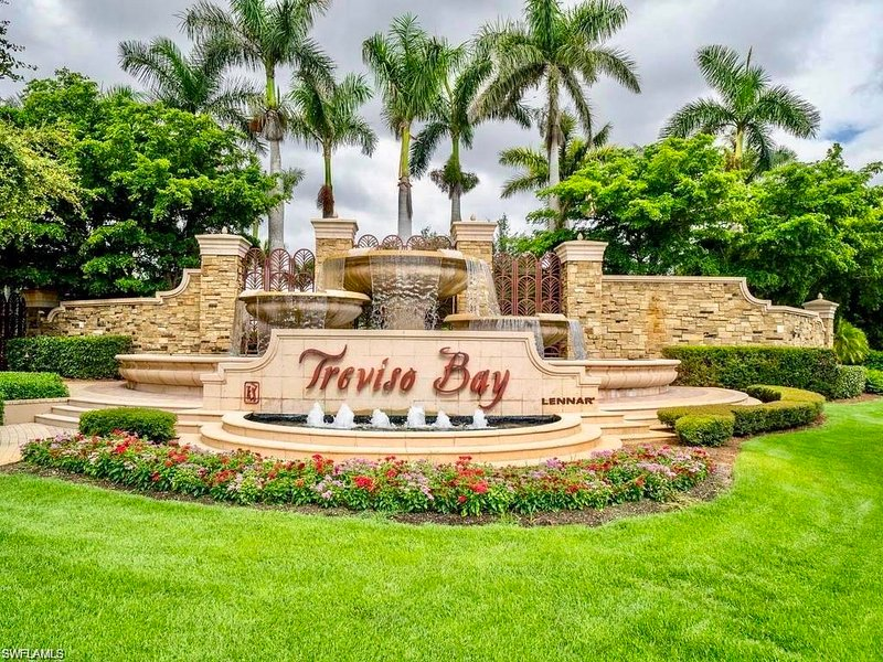 PC Treviso Golf Resort Paradise - Coach Home with Lake View!, holiday rental in Keewaydin Island