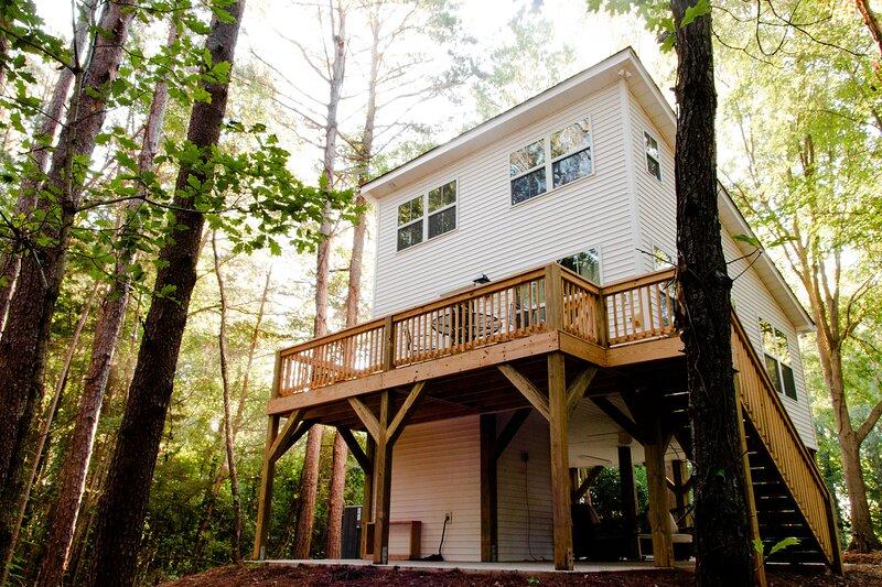 The Tiny House Tree House, holiday rental in Roebuck