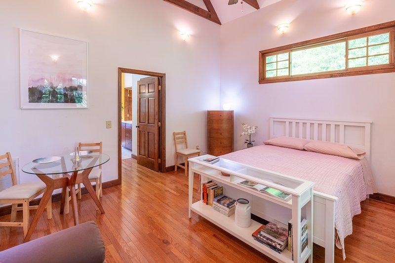 Elegant Appalachian Retreat - New Listing, casa vacanza a Almond