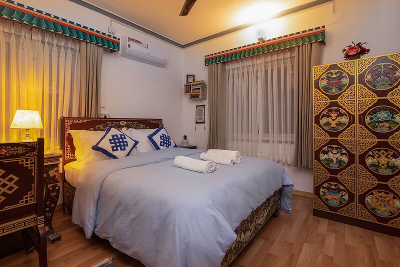 Experience Authentic Tibetan Room, holiday rental in Pokhara