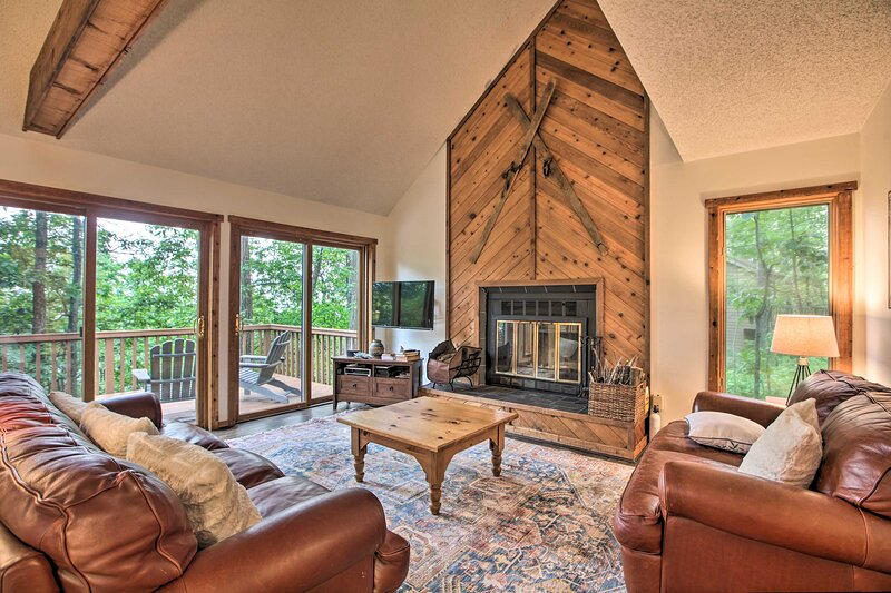 New! Mountaintop Home in Wintergreen, Walk to Lift, holiday rental in Tyro