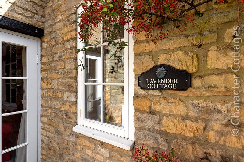 Lavender Cottage is charming Grade II listed property in Bourton-on-the-Water, holiday rental in Bourton-on-the-Water