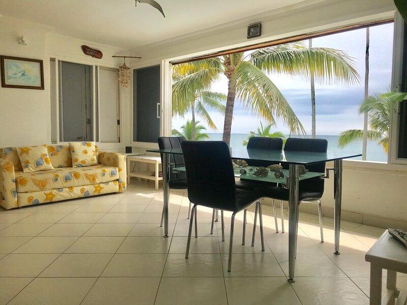 Casa blanca, wonderful suite oceanfront, holiday rental in Esmeraldas Province