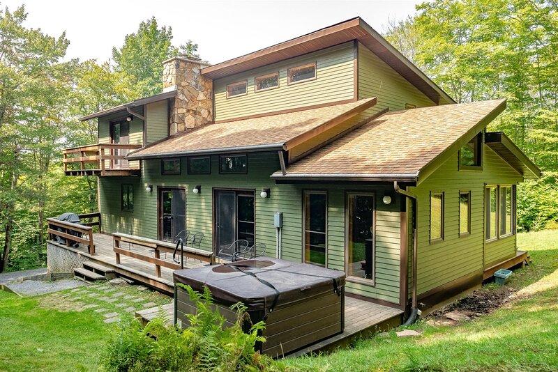 Mountainside 86 - 314 Ridge Road  Mountainside 86 - Lake Access, Hot Tub, Pet Fr, aluguéis de temporada em Vale do Canaã