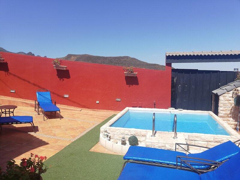 Casa La Gollada con piscina privada y wifi, aluguéis de temporada em Telde