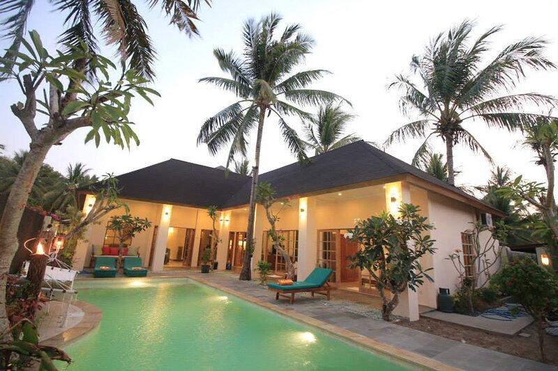 Villa Uma - Comfortable & Spacious 2 Bedroom Pool Villa, alquiler vacacional en Gili Trawangan