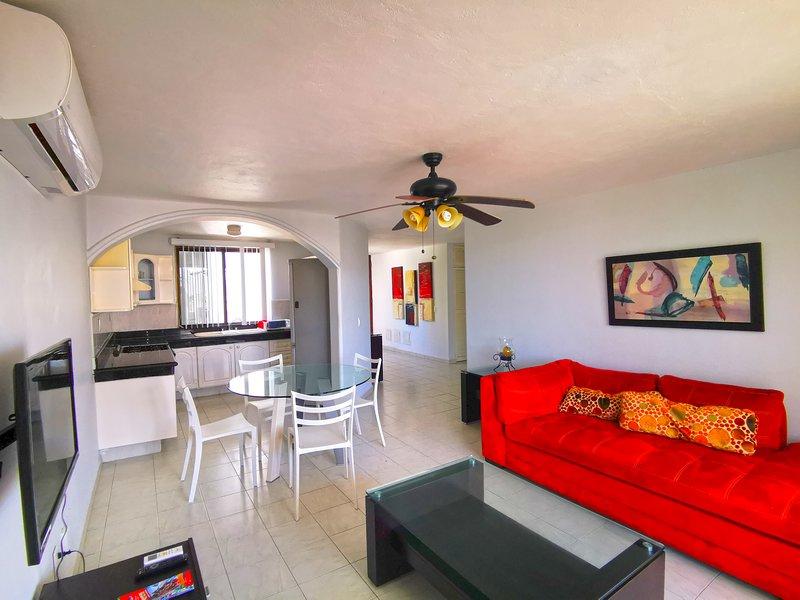 Quintas del Lago Seaside Apartment in Hotel Zone, vacation rental in Cancun
