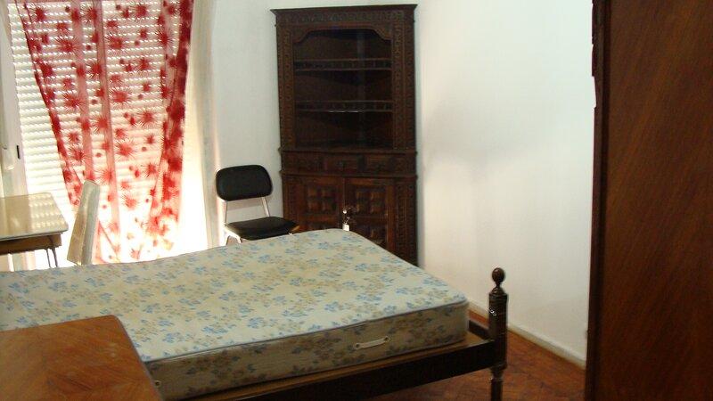 sete rios/zoo pequeno apartamento agradável bem localizado todos os transportes, casa vacanza a Amadora