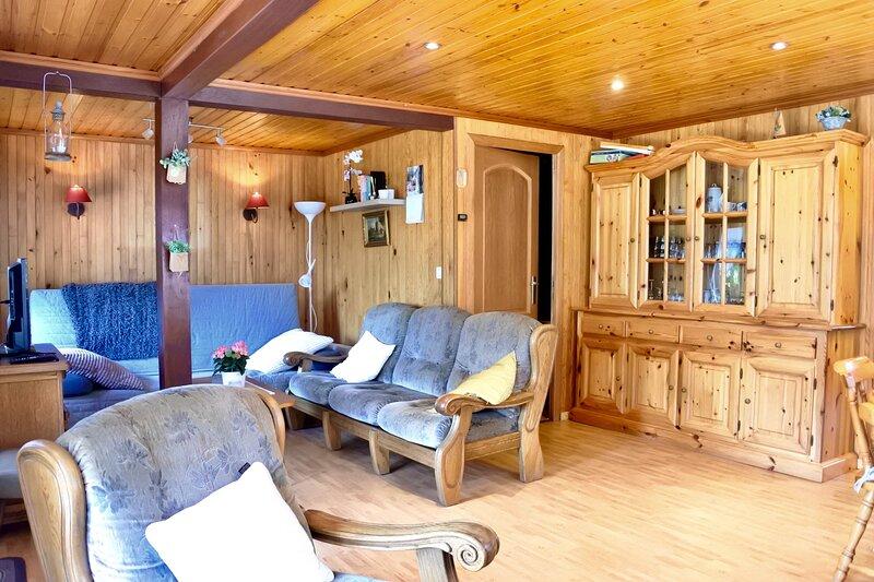 Lescapade chalet de vacances dans un Domaine Prive, animaux autorises, vacation rental in Villers-sur-Lesse