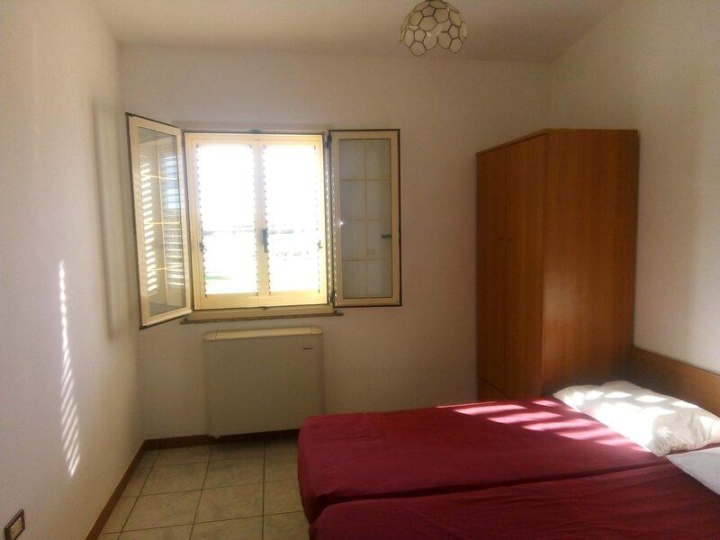 Camera doppia in affitto con bagno privato, vacation rental in Petacciato