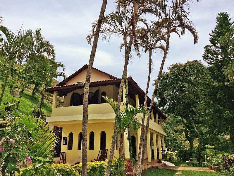Sitio Ro Ro, Casa no vale com Cachoeiras e lago, piscina, alquiler de vacaciones en Piracaia