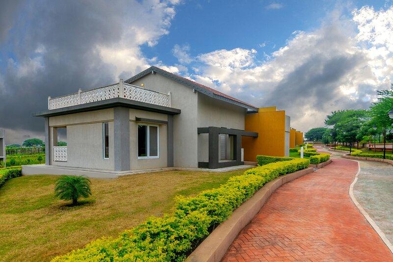 Vino Roussanne by Vista Rooms, vacation rental in Nashik
