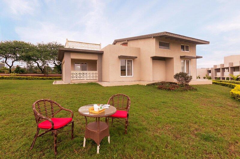 Vino Merlot by Vista Rooms, vacation rental in Nashik