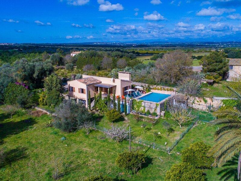 Monteverde - Casa con piscina en Ariany, holiday rental in Maria de la Salut