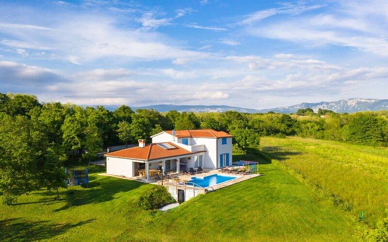 Villa Alison, location de vacances à Jurazini