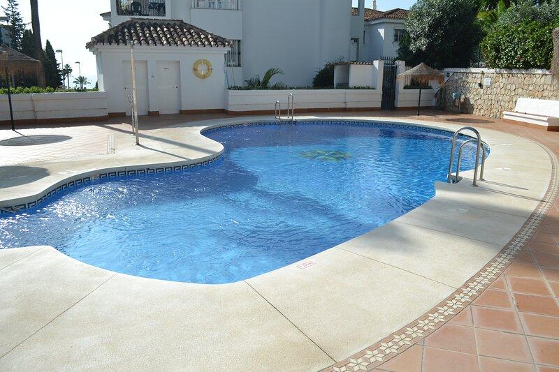 Pueblo Quinta 1 Bedroom apartment, alquiler de vacaciones en Benalmádena
