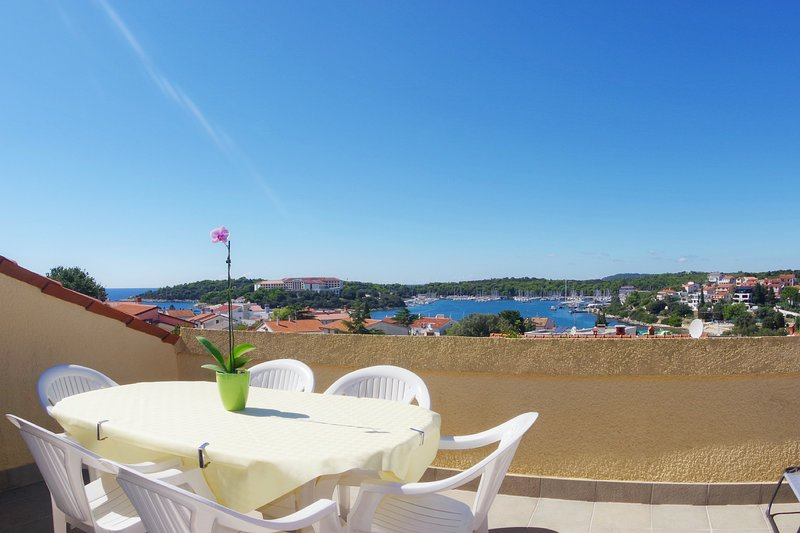 Sea view apartment, 350m from the beach, holiday rental in Pjescana Uvala