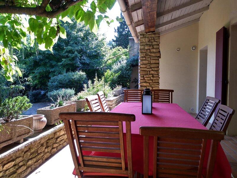 Maison provençale au cœur de la campagne gardoise, location de vacances à Châteauneuf-du-Pape