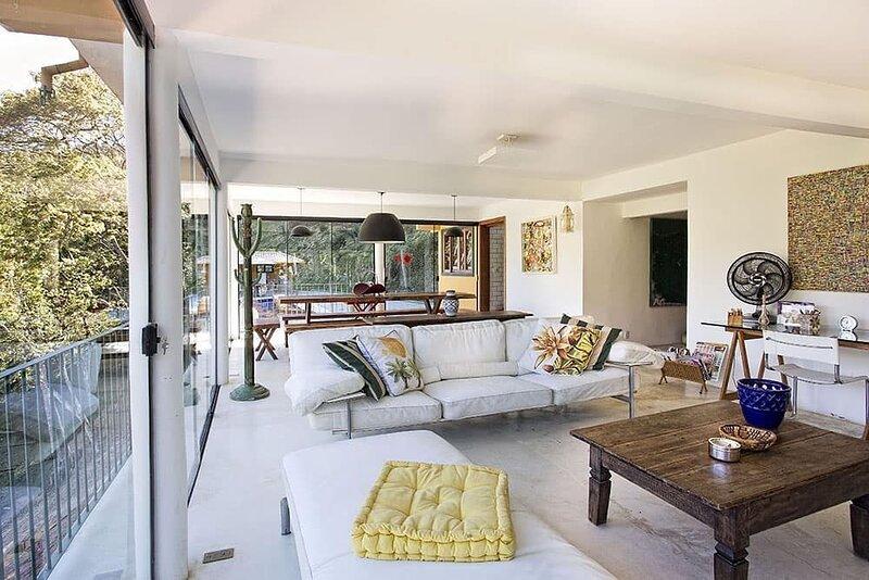 Refúgio na Serra, lindo Sítio com 5 quartos, piscina, jogos e mais, vacation rental in Petropolis