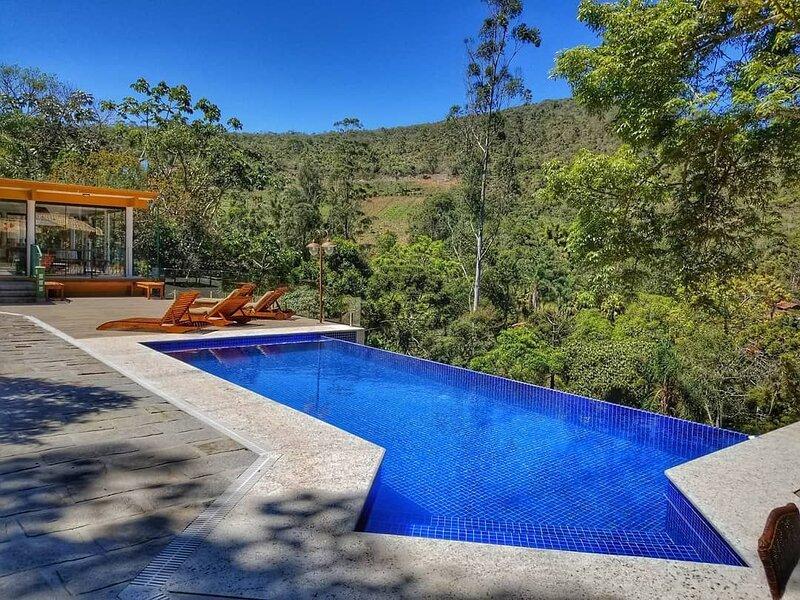 Sítio Vaca do Brejo, piscina aquecida, 4 quartos, jogos, playground e mais, location de vacances à Tres Rios