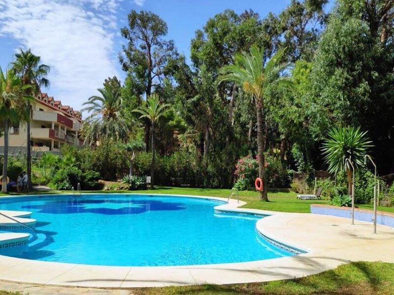 Holidays2Benalmadena Torrequebrada with terrace & pool, vakantiewoning in Torrequebrada