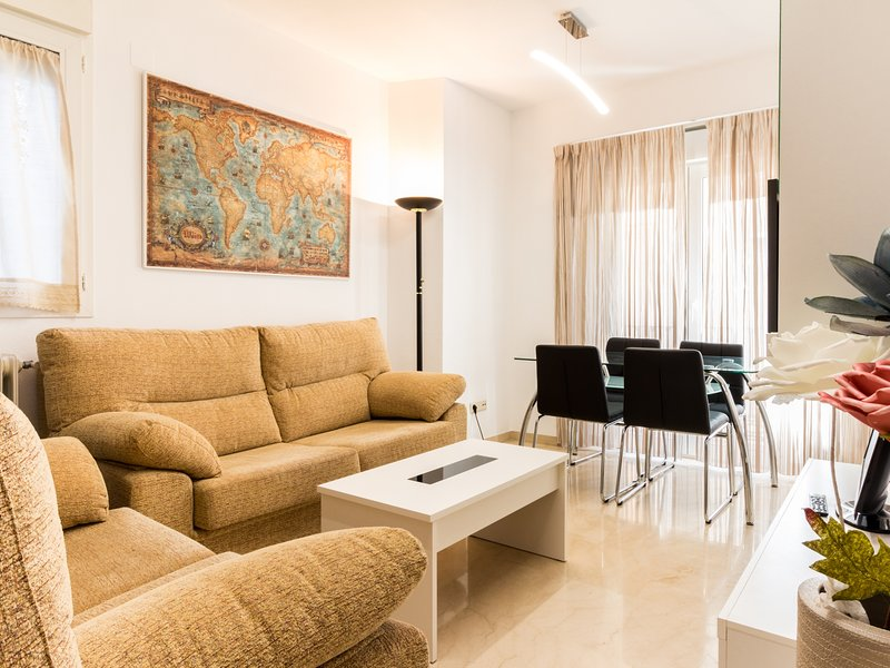 Nice apartment in the center, next to Alhambra, WiFi, holiday rental in Puerto-Lopez