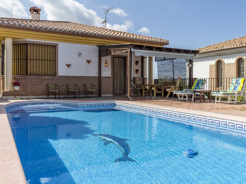 Beautiful country house with pool, terrace and views, aluguéis de temporada em Durcal