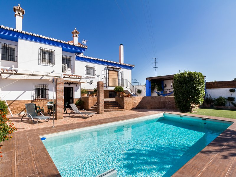 Beautiful heated house, with pool and garden, holiday rental in Niguelas