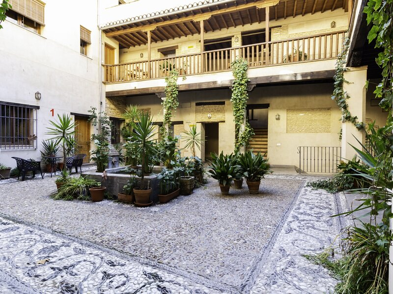 Fabulous apartment in historic center, aluguéis de temporada em Guevejar