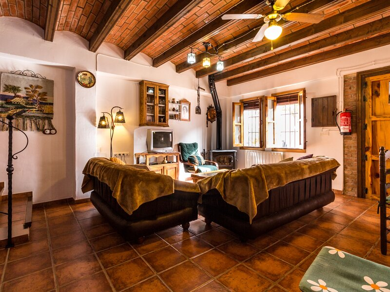 Nice country house with patio, fireplace and WiFi, holiday rental in Beznar