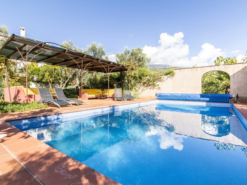 Magnificent rural house, with garden and private pool – semesterbostad i Pinos del Valle