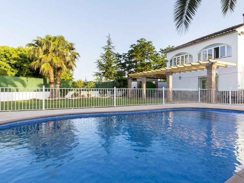 Cottage with pool, garden with views and wifi, holiday rental in Niguelas