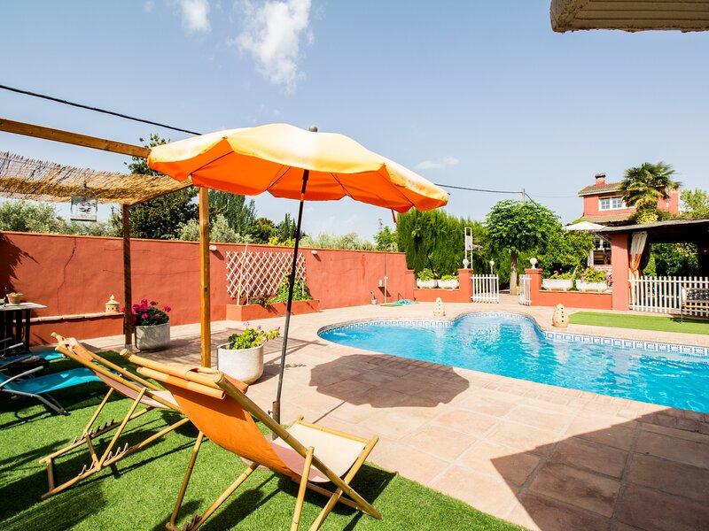 Fantastic duplex with private pool and garden, location de vacances à Villamena