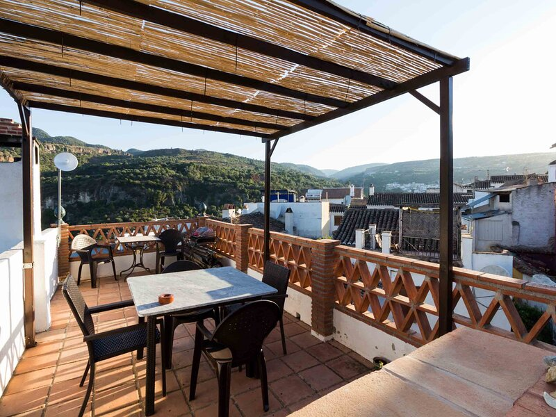 House with terrace and great views – semesterbostad i Pinos del Valle