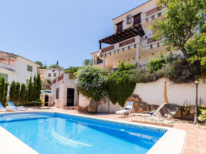 Fabulous villa with private pool and views, alquiler vacacional en Nigüelas