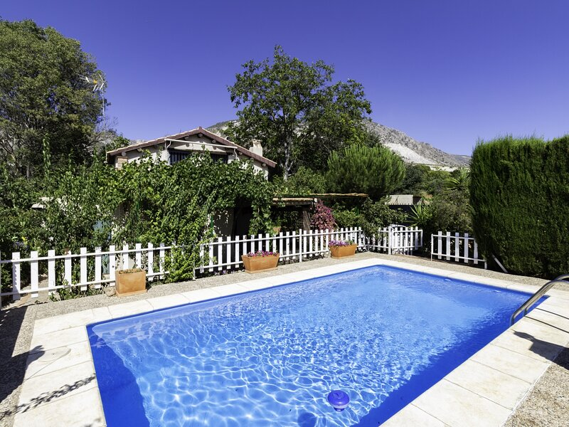 Cottage with pool and large garden, holiday rental in Niguelas