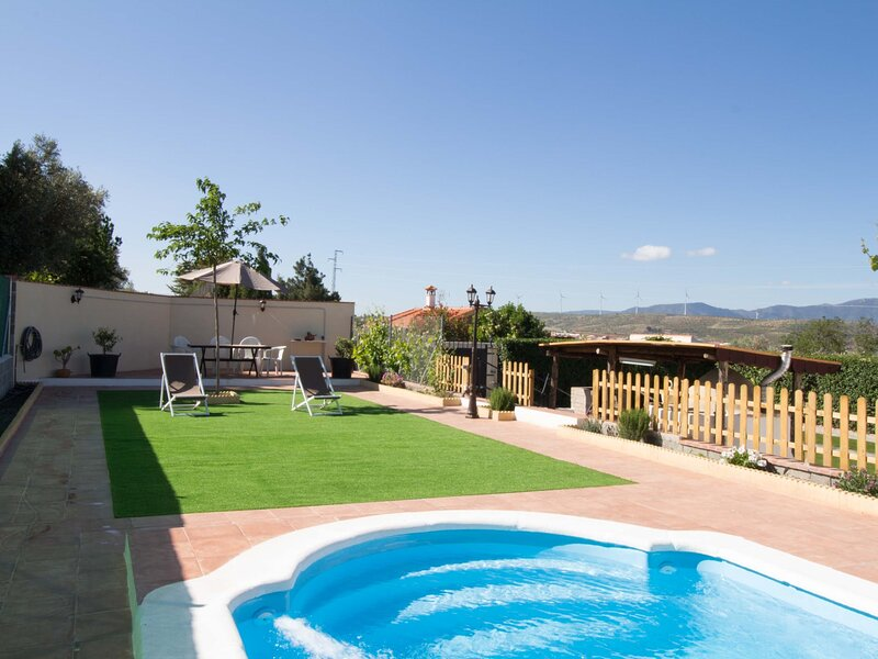 Cosy cottage with pool, garden and wifi, holiday rental in Niguelas