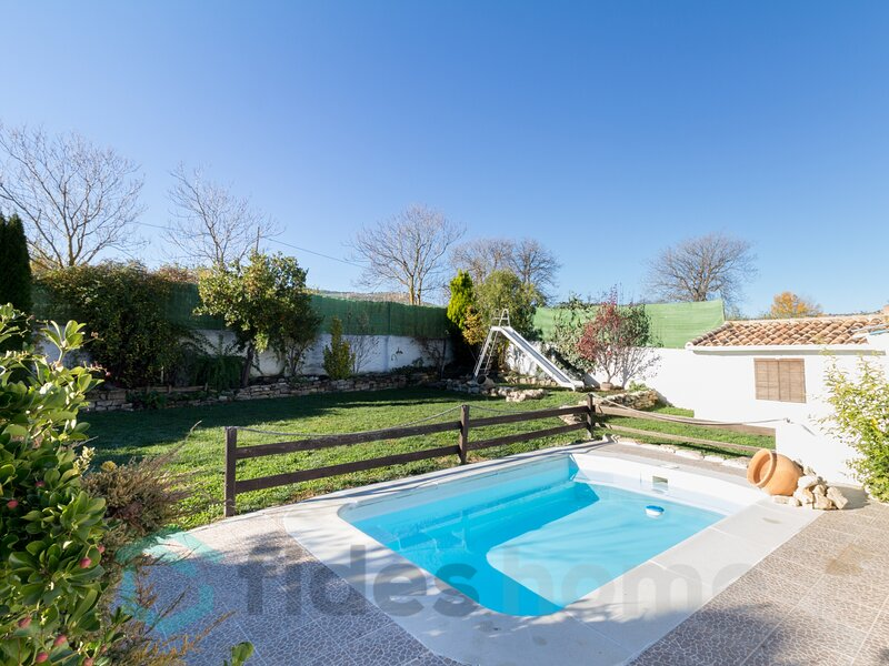Magnificent country house with pool, garden and wifi, holiday rental in Huetor Tajar