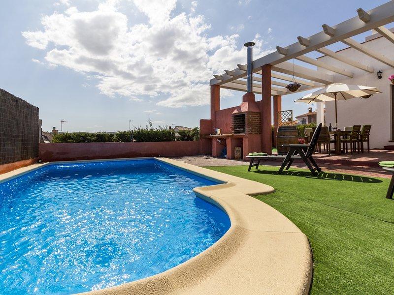Cottage with pool, terrace with views and wifi, aluguéis de temporada em Otura