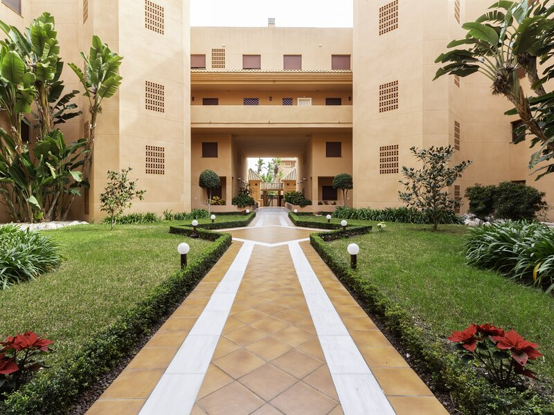 Apartment in luxury urbanization with large terrace, alquiler vacacional en Torrenueva