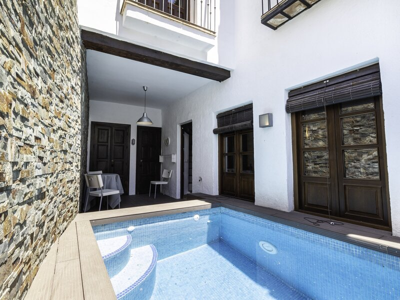 Andalusian style house with pool and terrace with views, vacation rental in Pinos del Valle
