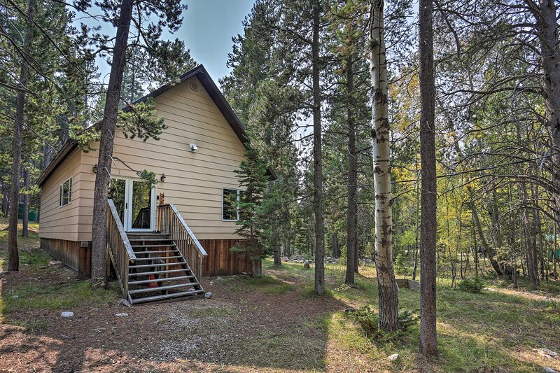 NEW! Secluded Casper Mountain Cabin, 12 Mi to Town, holiday rental in Bar Nunn