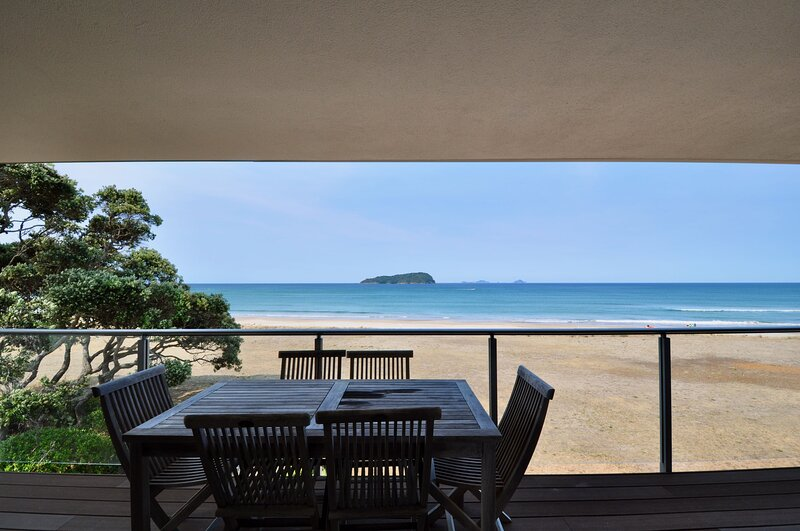 Beachfront Heights - Pauanui Holiday Apartment, Pauanui, vacation rental in Thames