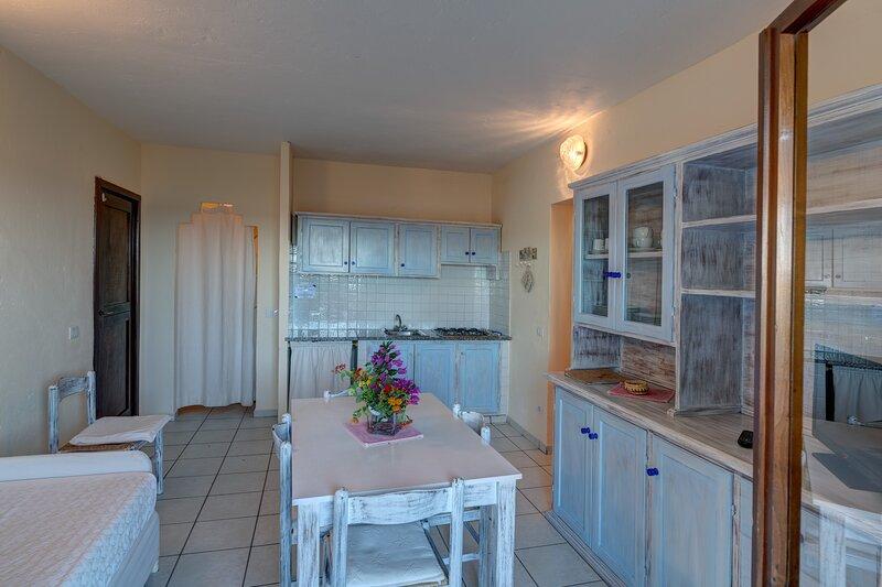 Appartamento trilocale 6 persone - Baia de Bahas Residence, vacation rental in Marinella